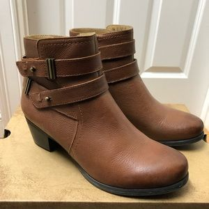 Naturalizer water resistant brown leather booties